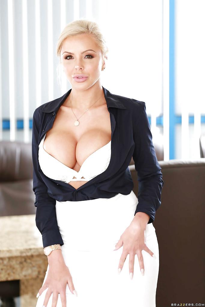 Смотреть Коллега Nina онлайн