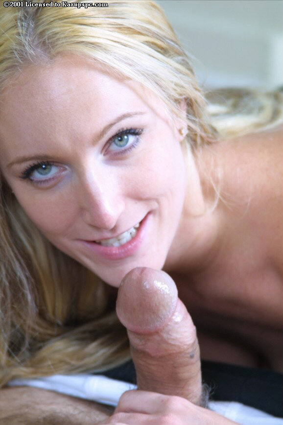 Смотреть Топлесс-блондинка шикарной онлайн