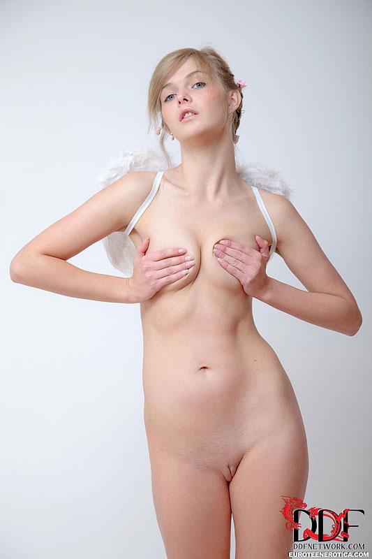 Смотреть бикини ангельских онлайн